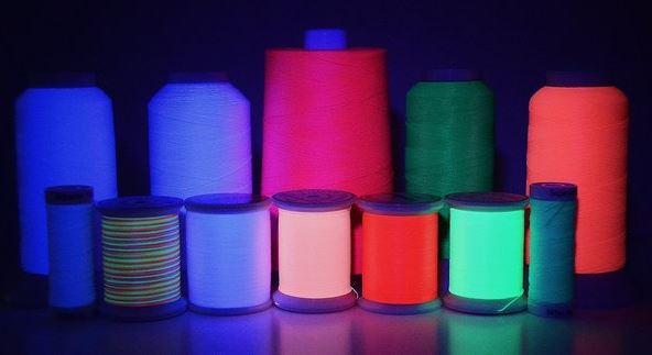 Светящиеся нитки для машинной вышивки